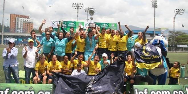 Formas Íntimas campeón de la Copa Pre Libertadores Femenina