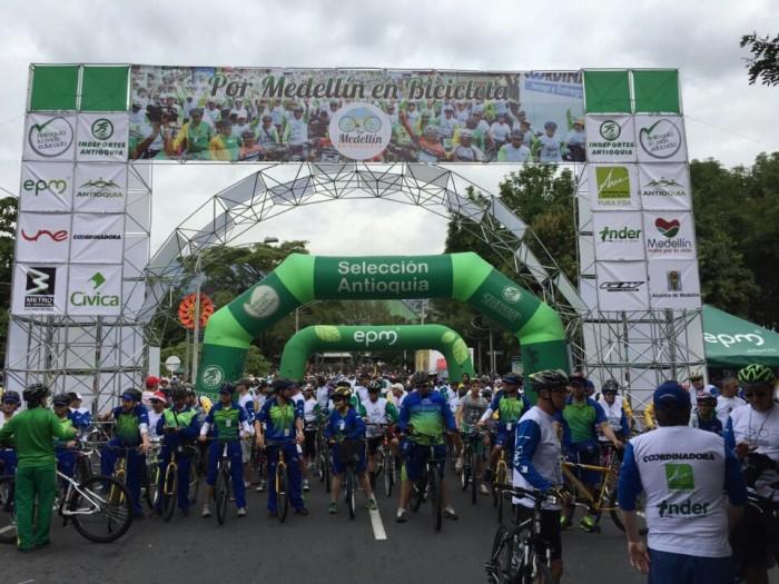Por Medellin en Bicicleta - Antioquia la más educada