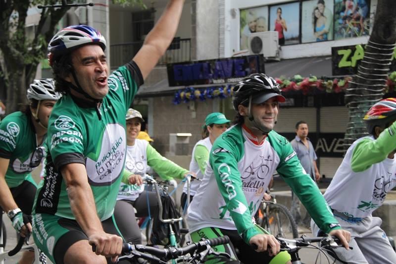 Gobernador de Antioquia en Por Medellín en Bicicleta
