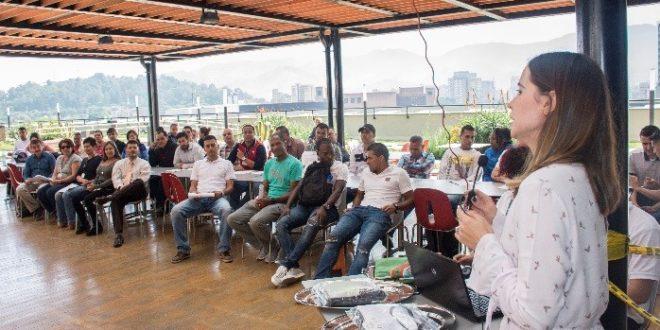 Deportistas recibieron la bandera que los acredita para participar en los Juegos Deportivos Nacionales de Servidores Públicos