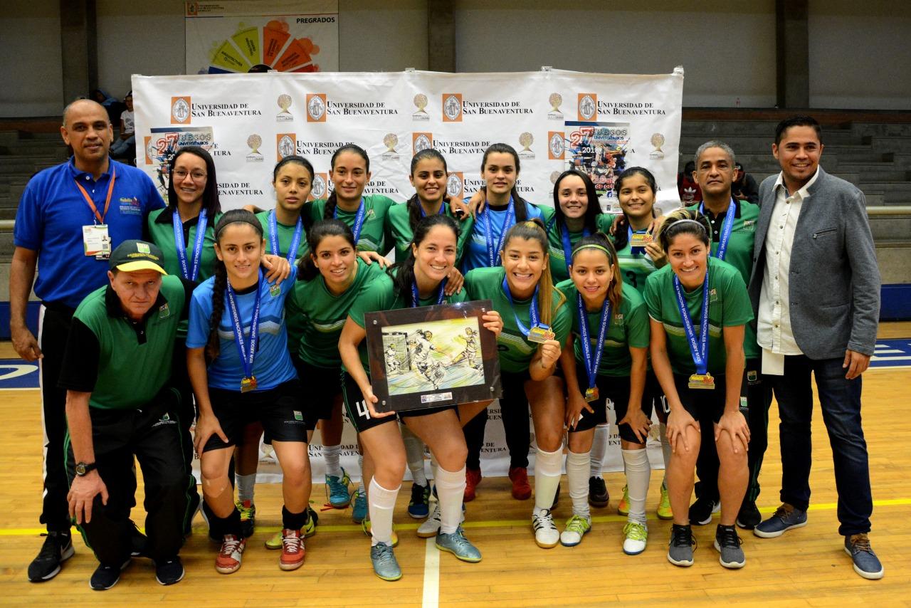 La experiencia del Politécnico Colombiano Jaime Isaza Cadavid se impuso en  el Futsal femenino   ACORD Antioquia - Asociación de Redactores Deportivos  de Antioquia